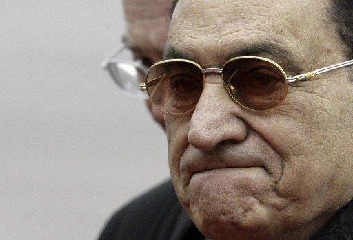 تأجيل إعادة محاكمة الرئيس المصري الأسبق ونجليه إلى الغد