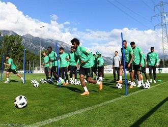 «بيتزي» يكثف تدريباته للاعبي الوسط والهجوم في معسكر «الأخضر»