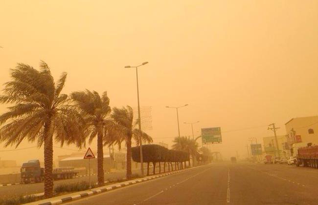 استمرار الرياح السطحية والأتربة المُثارة على عدة مناطق بينها الرياض