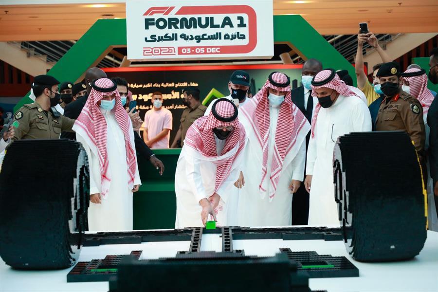 """تدشين أكبر مجسم لسيارة """"فورمولا 1"""""""