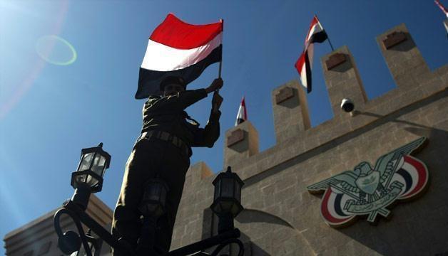 الحكومة اليمنية تسلم ردودًا مكتوبة للمبعوث الأممي على مقترحاته المتعلقة بالحديدة وتدعو الانقلابيين للانسحاب من صنعاء