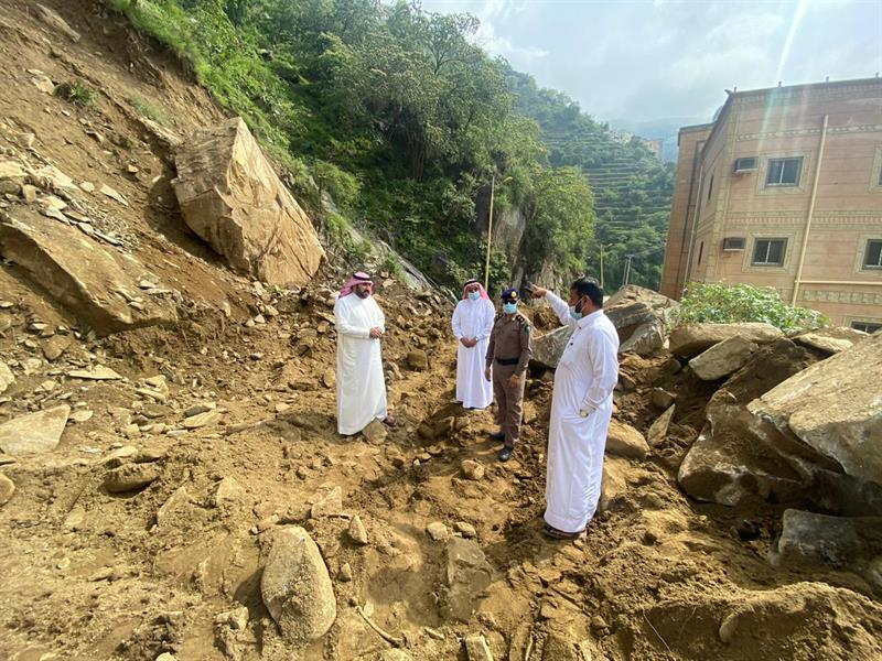 انهيارات صخرية على طريق الحزام تهدد سكان عمارة بفيفا