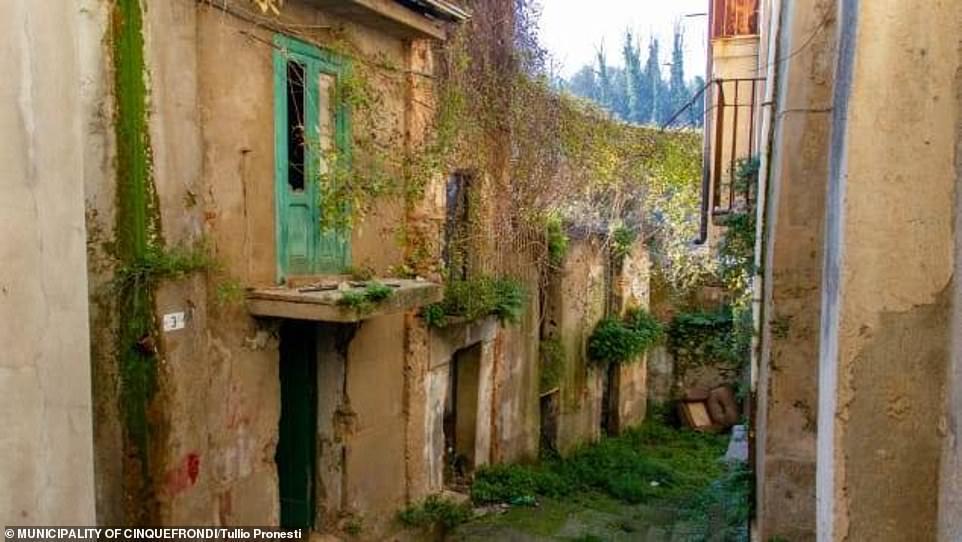 بلدة في إيطاليا تطرح المنازل لديها للبيع بنحو دولار واحد لكل منزل