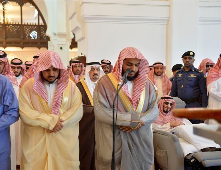 أخبار 24 | بالصور.. الأمير بندر بن عبدالعزيز يتقدم المصلين ...