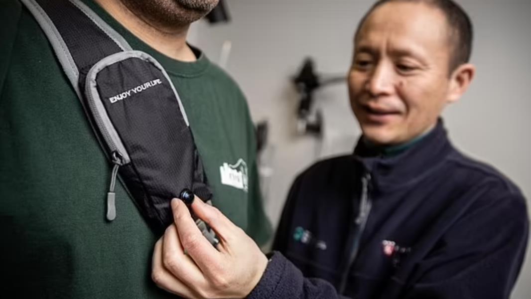 علماء أمريكيون يبتكرون جهازًا يحمي المكفوفين من الاصطدام