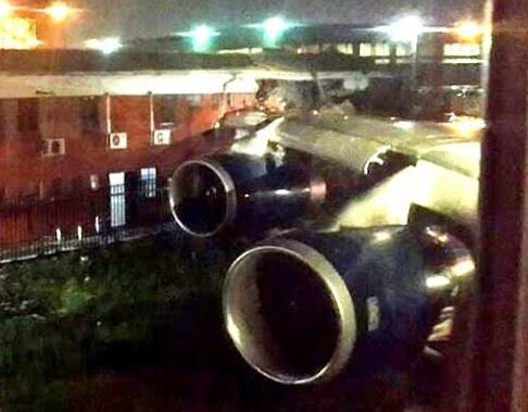 اصطدام جناح طائرة بريطانية بمبنى في جوهانسبرج