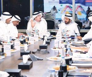 وزيرا العمل والتجارة خلال الاجتماع