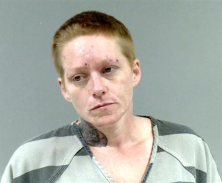 بسبب استخدامه المتكرر لهاتفه ... امرأة أمريكية تصب البنزين على زوجها وتضرم النار فيه