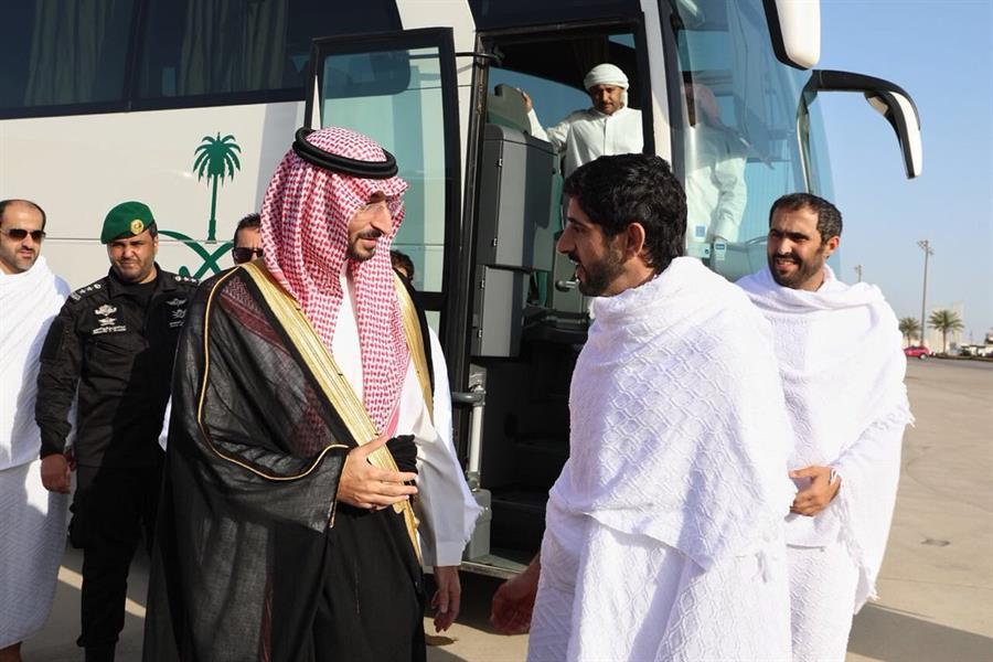 ولي عهد دبي يؤدي مناسك العمرة