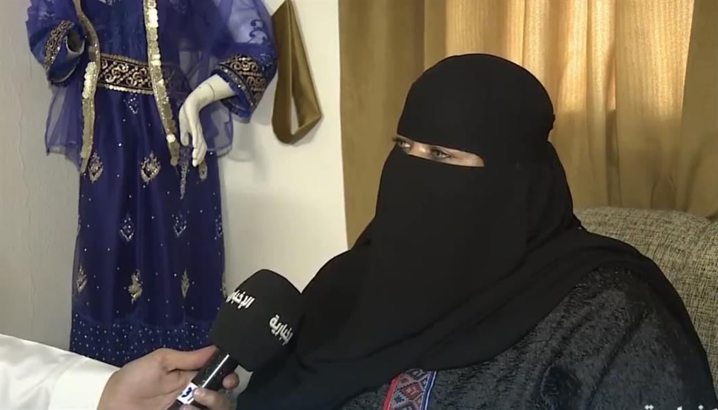 مصممة ملابس سعودية تُنمي موهبة الطفولة بدورات مُتخصصة.. وهذه قصتها (فيديو)