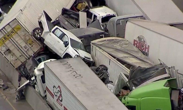 شاهد.. تصادم أكثر من 100 سيارة على طريق جليدي بتكساس
