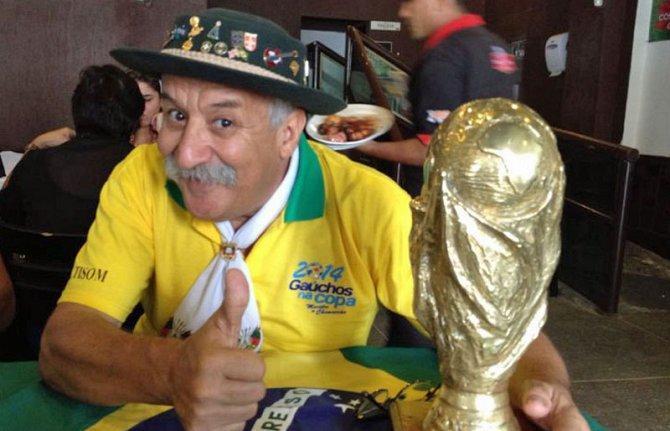 مرض السرطان يغيب أشهر مشجع برازيلي