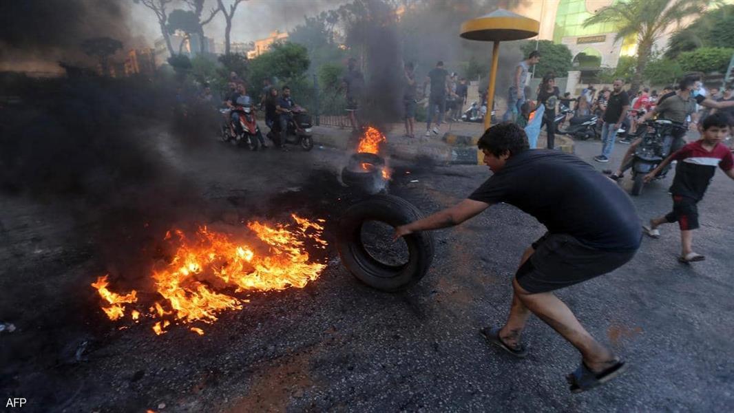 احتجاجات وحواجز في لبنان تندد بتدهور الوضع الاقتصادي