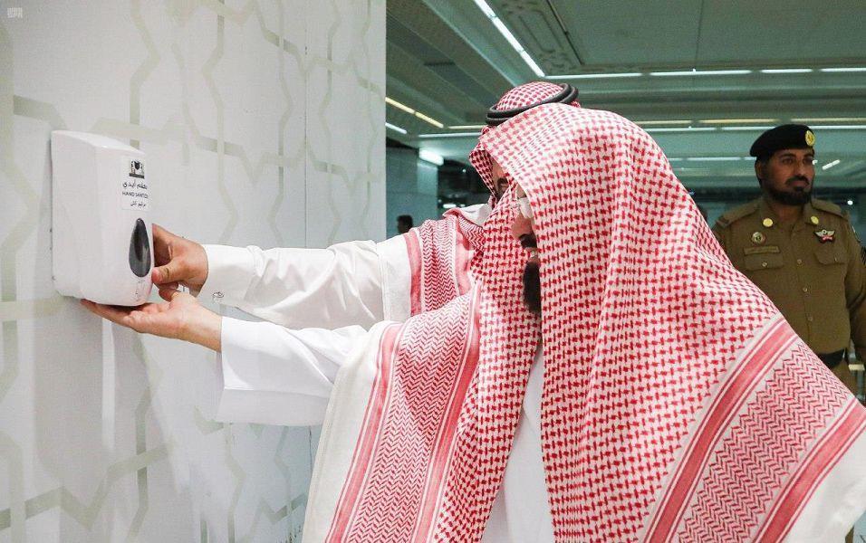 """""""السديس"""" والأئمة والمؤذنون ورجال الأمن يطبقون الإجراءات الطبية أثناء دخولهم المسجد الحرام"""