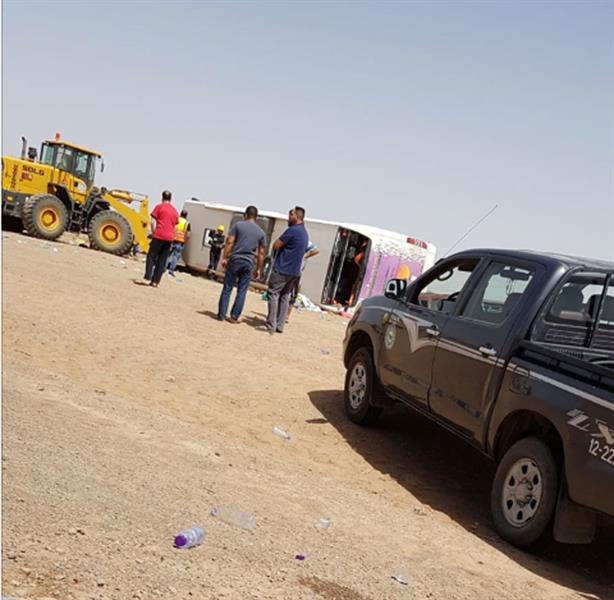 انقلاب حافلة معتمرين بحرينيين على طريق القصيم – المدينة