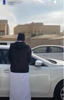 شرطة الرياض تطيح بشاب استخدم تجهيزات أمنية بسيارته وأطلق النار في أحد الشوارع العامة