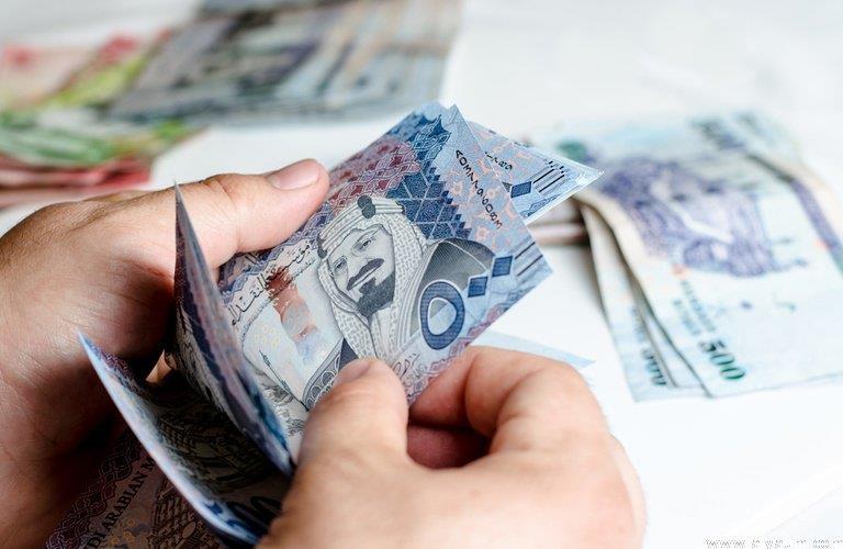 """""""الموارد البشرية"""" تودع 1.7 مليار ريال معاشات مستفيدي الضمان الاجتماعي لشهر صفر"""