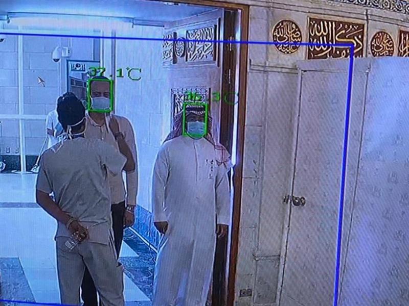 تفعيل كاميرات حرارية على أبواب المسجد النبوي لفحص درجة حرارة زائريه