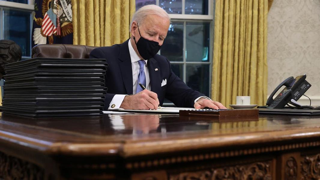 بايدن يوقع 15 أمراً تنفيذياً فور وصوله البيت الأبيض