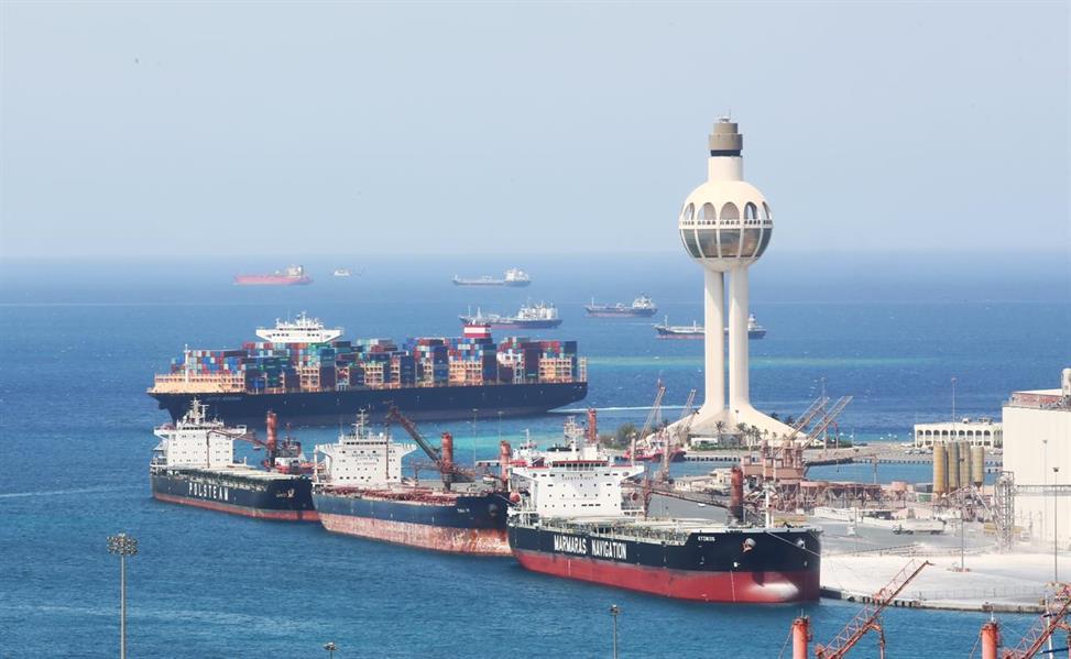 استئناف الحركة الملاحية بميناء جدة الإسلامي بعد انخفاض سرعة الرياح