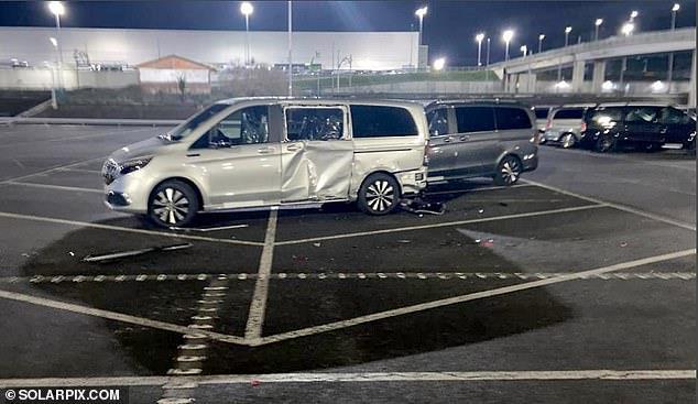 موظف في مرسيدس يحطم 50 سيارة للشركة بجرافة بسبب تسريحه من العمل