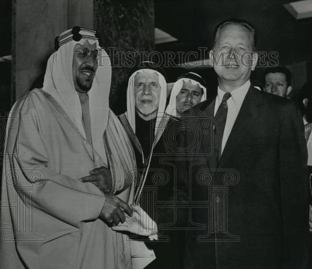 صورة تاريخية للملك سعود عند وصوله لمقر الأمم المتحدة