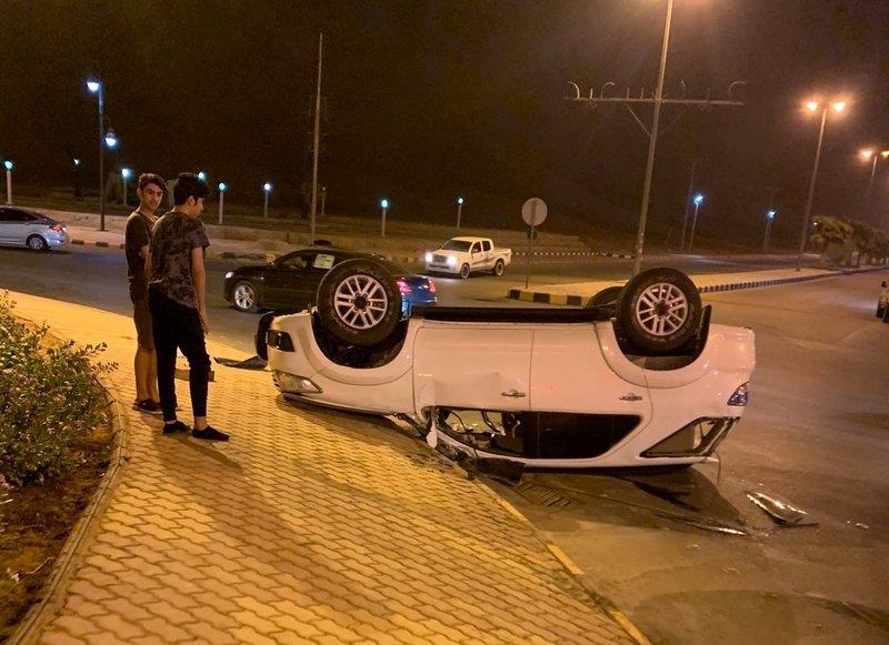 5 شباب ينجون من موت محقق في حـادث انقلاب سيارة بشقراء