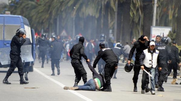 صورة أرشيفية لاشتباكات سابقة بين قوات الأمن ومحتجين في تونس