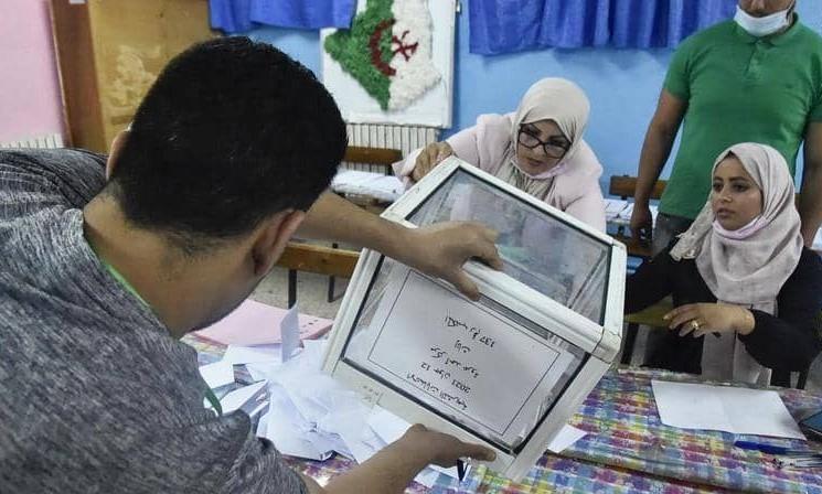 جبهة التحرير الوطني تقود انتخابات البرلمان الجزائري