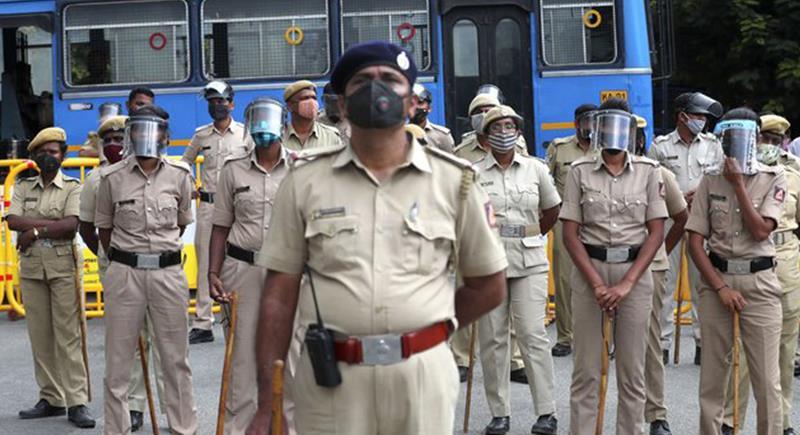 إجبار أفراد الشرطة الهندية التخلص من الكرش