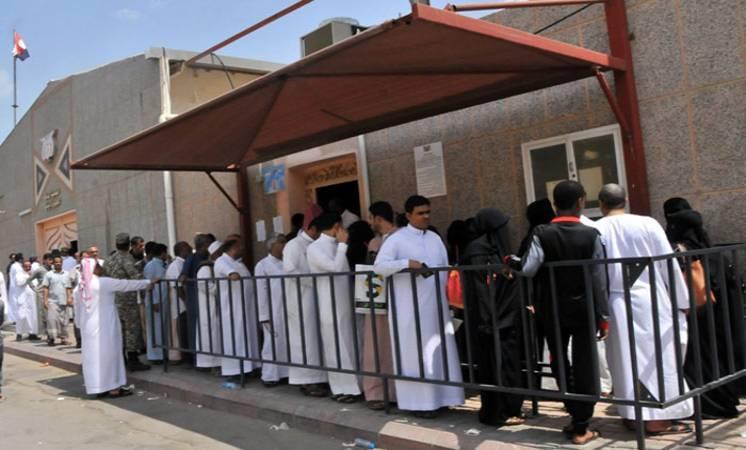 العمل: أخر موعد لتصحيح أوضاع المقيمين اليمنيين عبر نظام أجير.. السبت القادم