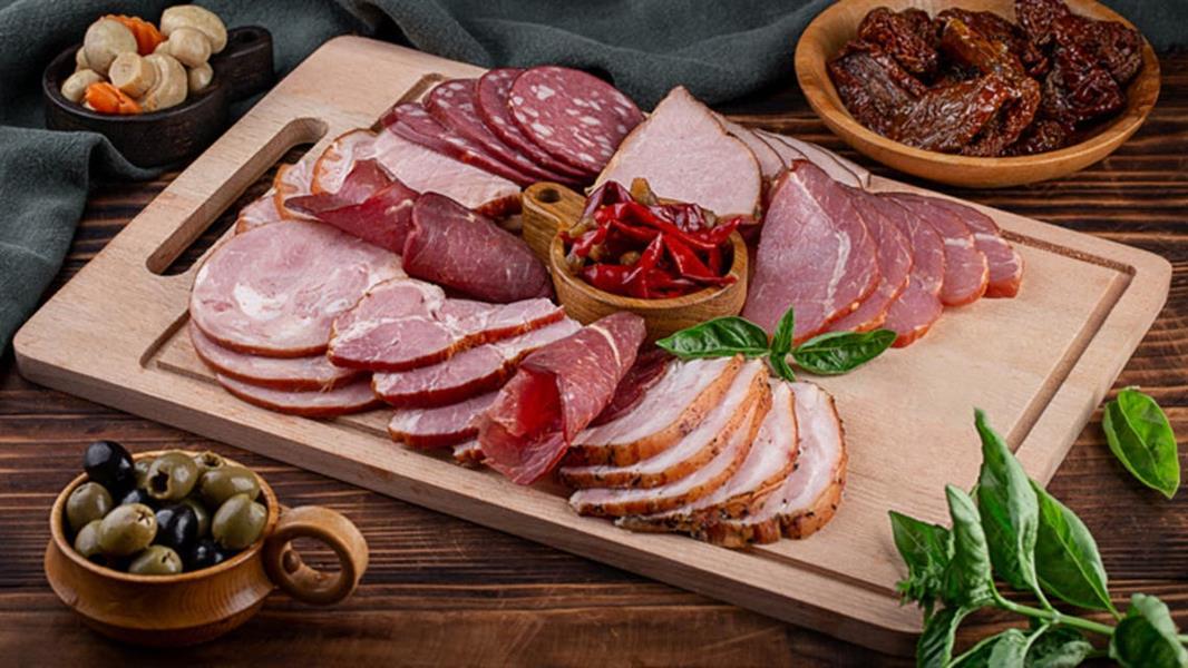 خطيرة جداً.. تجنب تناول اللحوم الحمراء والمصنعة