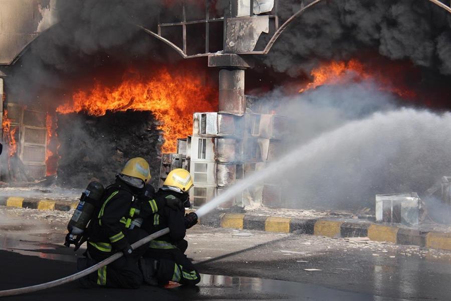 حريق هائل في السوق الدولي بتبوك
