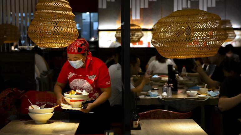 الصين تفرض غرامات باهظة على من يهدر الطعام .. والمطاعم تفرض شروطا غريبة على الزبائن