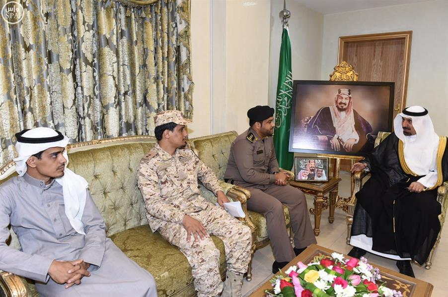 أمير نجران يستقبل شقيقي الشهيد الجندي أول علي بن محمد الريثي