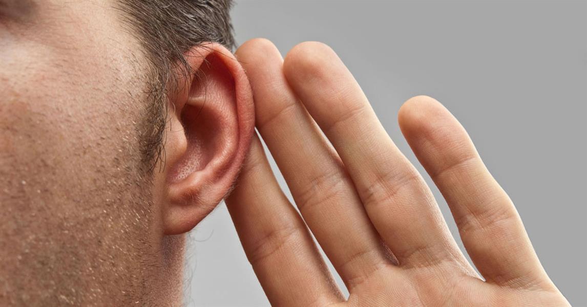 حاج استعاد حاستي السمع والنطق