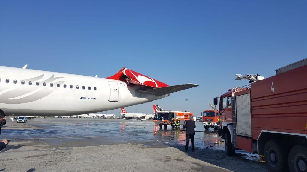 شاهد.. لحظة اصطدام طائرة كورية بأخرى تركية في مطار إسطنبول