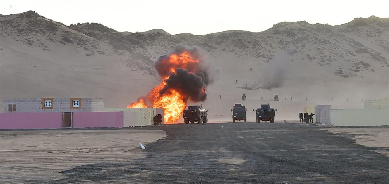 بالصور.. قوات الطوارئ بنجران تقدم عرضا عسكريا في حفل تخريج دورة مهام الواجبات بحضور أمير المنطقة