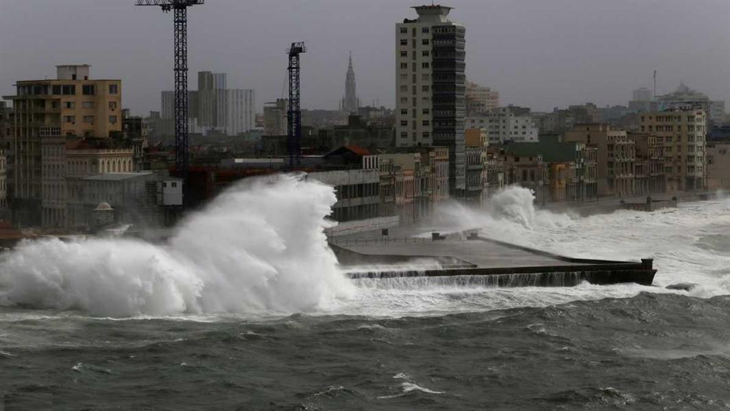 """إعلان ولاية فلوريدا """"منطقة كوارث"""" بعد تفاقم آثار إعصار سالي"""