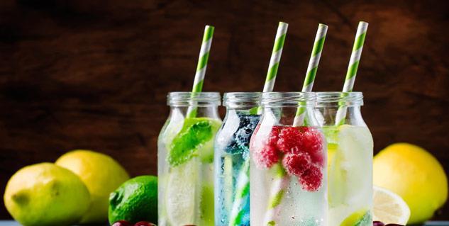 منها شاي الأعشاب وماء التوابل .. 5 مشروبات مفيدة لصحة أمعائك