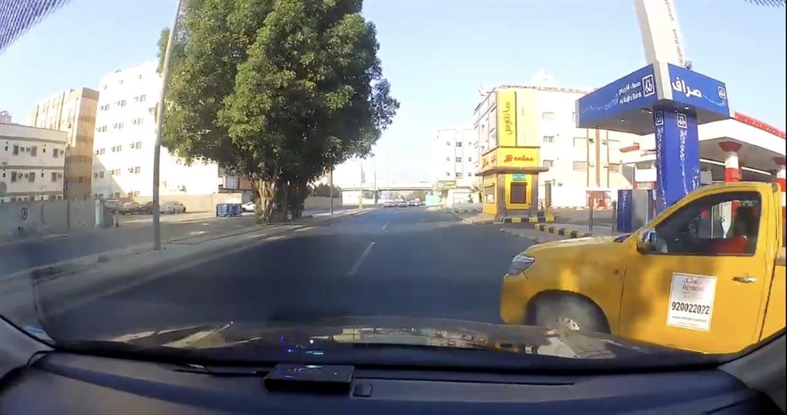 سائق متهور كاد يتسبب في حـادثين