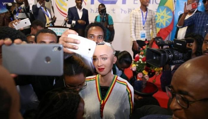 """رئيس وزراء إثيوبيا يستقبل """"صوفيا"""""""