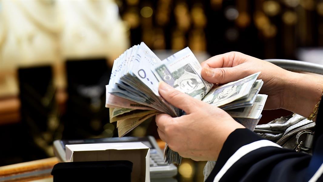 مختص يوضح بعض العلامات الدالة على وجود عمليات غسيل أموال في التعاملات النقدية (فيديو)