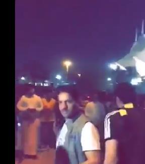 بالفيديو.. ماجد التويجري يتعرض لمضايقات من الجمهور الاتحادي عقب هزيمة النصر!