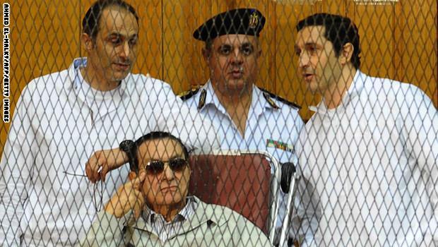 """مبارك ونجلاه أمام المحكمة مجدداً بقضية """"القصور الرئاسية"""""""
