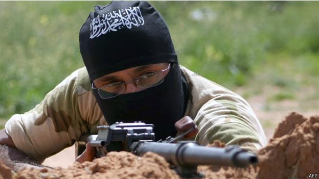 """سوريا: """"داعش"""" تعدم 3 من ضباط """"الجيش الحر"""" في ديرالزور"""