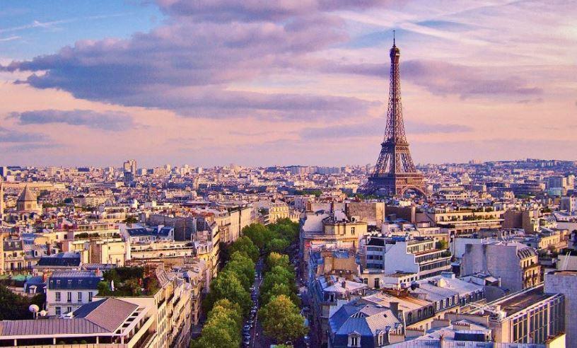 فرنسا: تسريع إجراءات منح الجنسية للعاملين في خط الدفاع الأول ضد كورونا