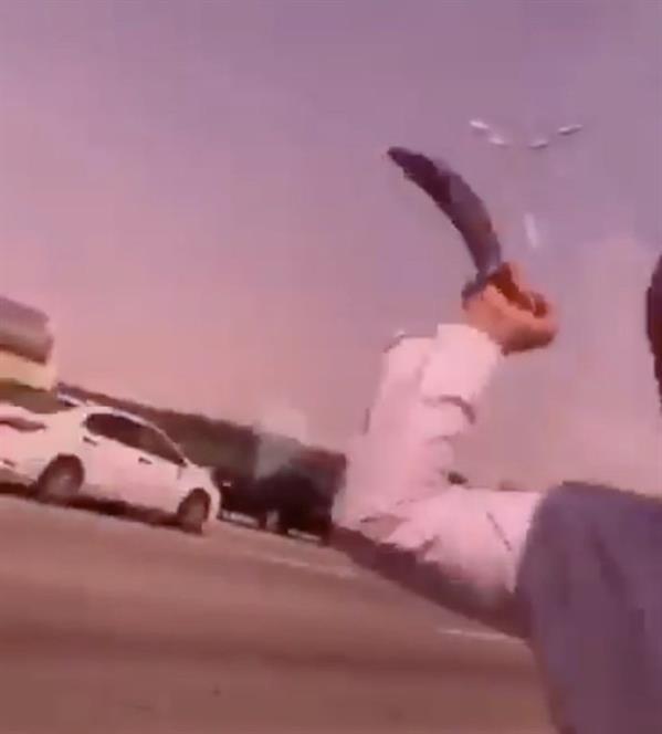 القبض على مواطنَين يشهران سلاحاً أبيض