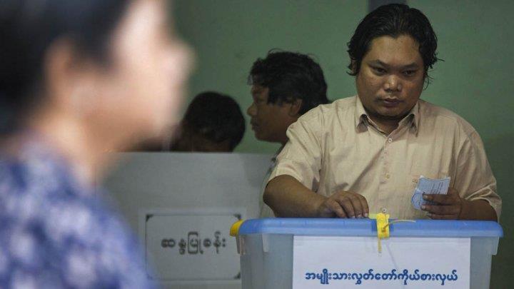 بورما: حزب أونغ سان سو تشي المعارض يفوز بالأغلبية في البرلمان