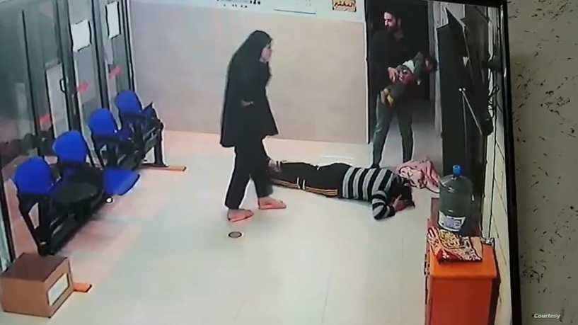 طبيب فلسطيني ينقذ طفله